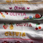Punto croce facile: le bavaglie per Olivia